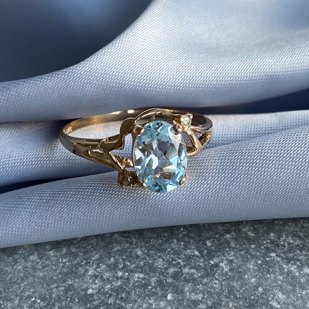 Blue topaz and diamonds solid gold ring