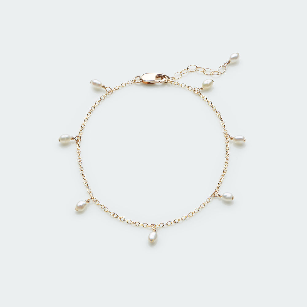 Dangle pearls bracelet gold