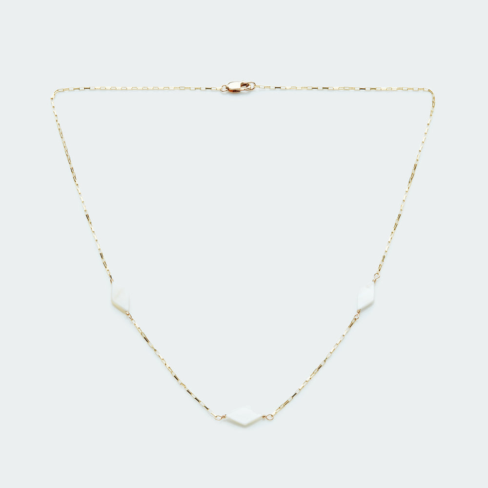Load image into Gallery viewer, Mother of Pearl box chain necklace gold
