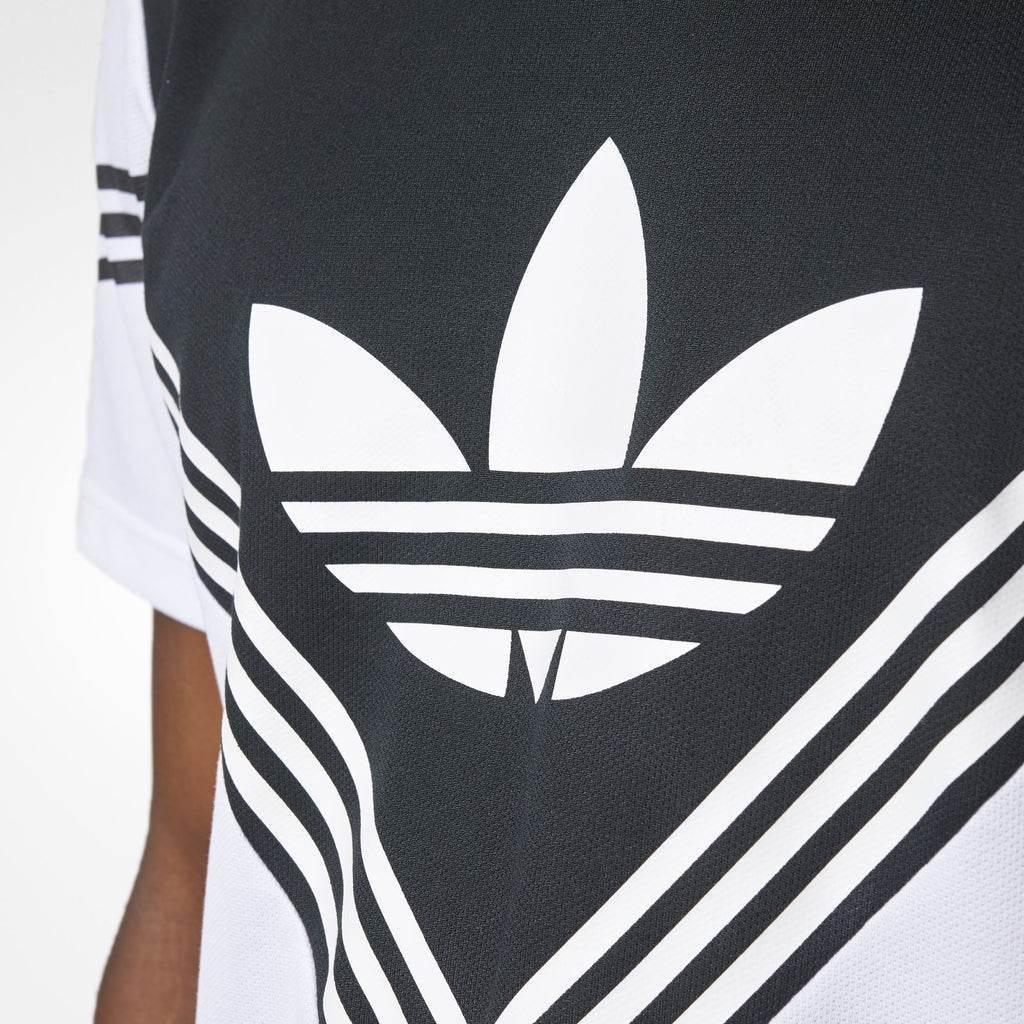 adidas Logo T Shirt - Close up - BQ0951