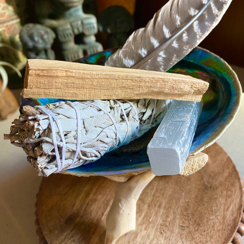 everything_soulful_master_cleaners_sage_palo_santo_selenite