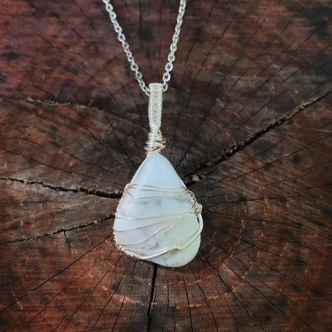 everything_soulful_howlite_pendan