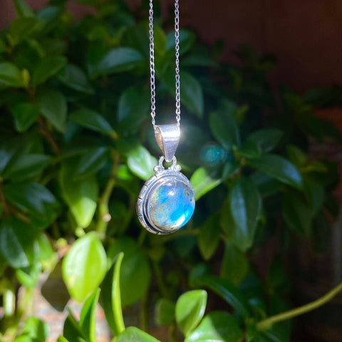 Magic Pendant: Labradorite (Round Sterling Silver)