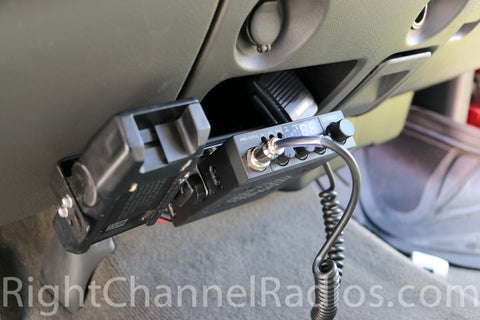 Uniden 520 CB Radio Installed Below Dash