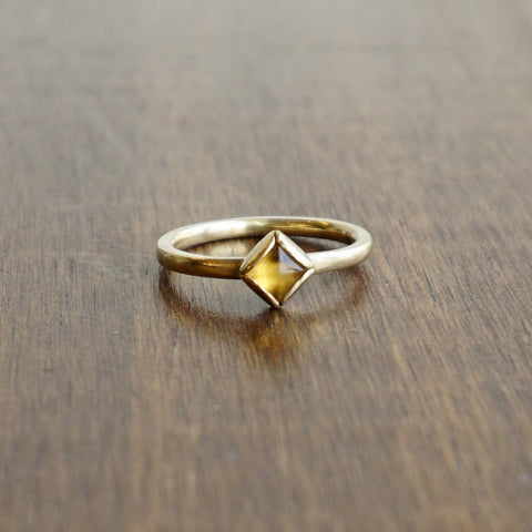 Aliyah Gold Citrine Pyramid Ring in Gold
