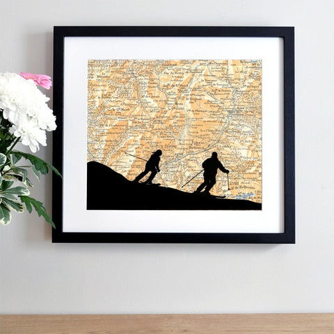 Skiing silhoutte couple personalised antique map