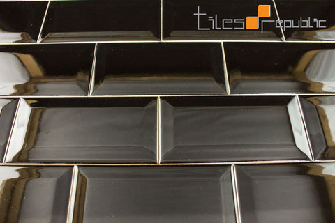 Bevelled Edge Black Gloss 75x150 Subway Wall