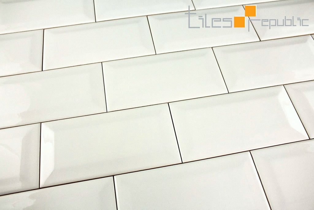 Bevelled Edge White Gloss 75x150 Subway Wall