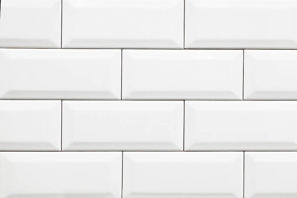 Bevelled Edge White Gloss 100x300 Subway Wall