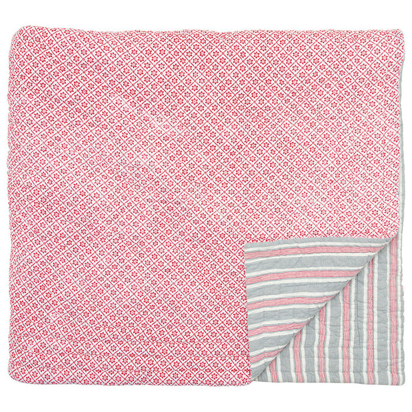 Greengate  Quilt Alba red. Reverse: Nikky varm grey. 140 x 220