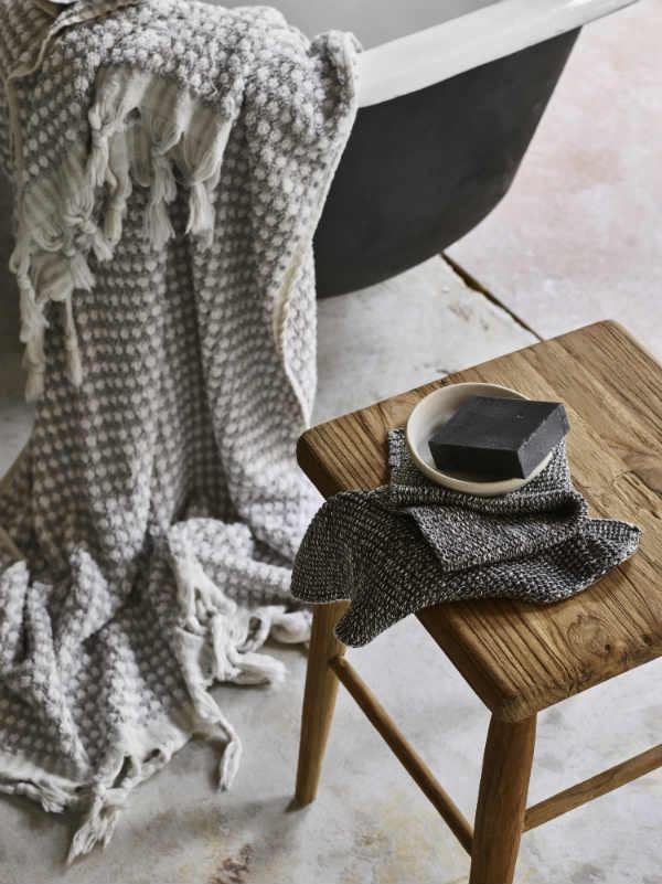 A Guide On How To Keep Your Hand Loomed Bath Towels Lovely