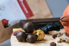 healthy chocolate truffles with dried fruits & nuts