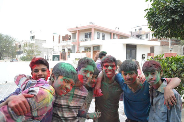 indian children playing holi