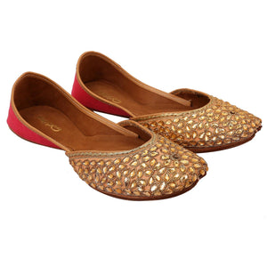 Punjabi Juttis Gulabi Phool Embroidered