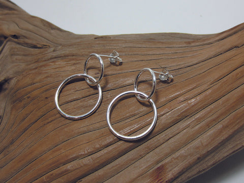 Interlinked sterling silver circles with diameters of 12mm and 17mm 925 Canterbury