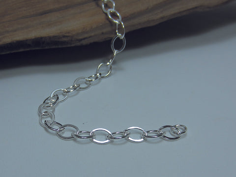 A nice flattened oval link which is around 7mm long. It could be used with charms and measures 7.5 inches long. Sterling silver 925 Silver Canterbury