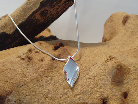 sterling silver simple leaf pendant 925 Canterbury