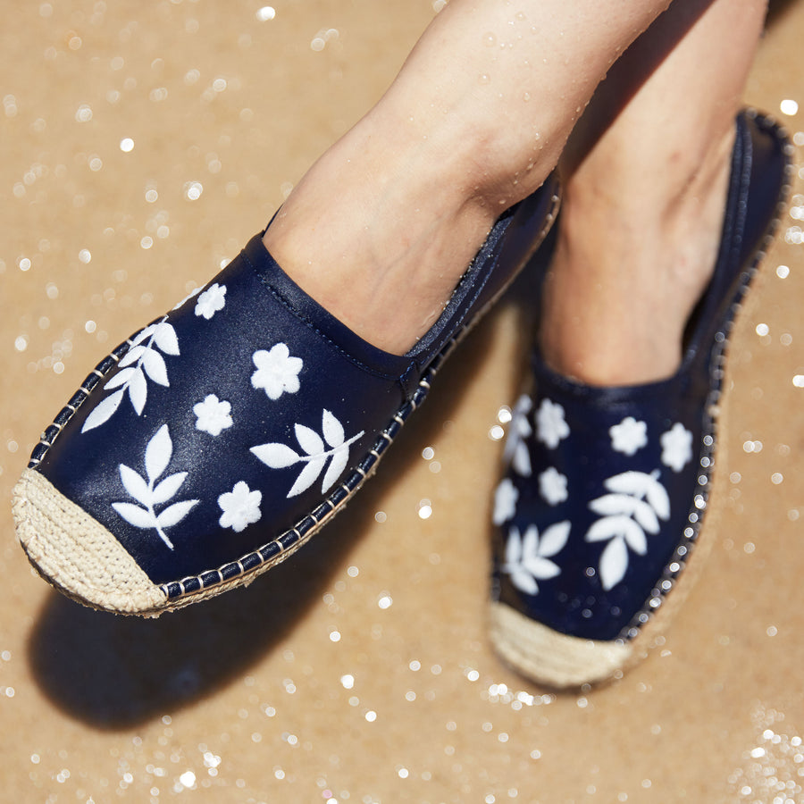 Beachcomber Espadrille: Womens Dark Navy w/ White Embroidery