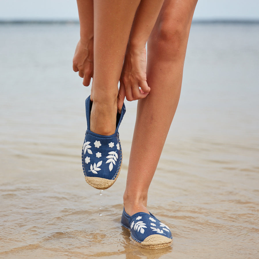 Beachcomber Espadrille: Womens Light Denim w/ White Embroidery
