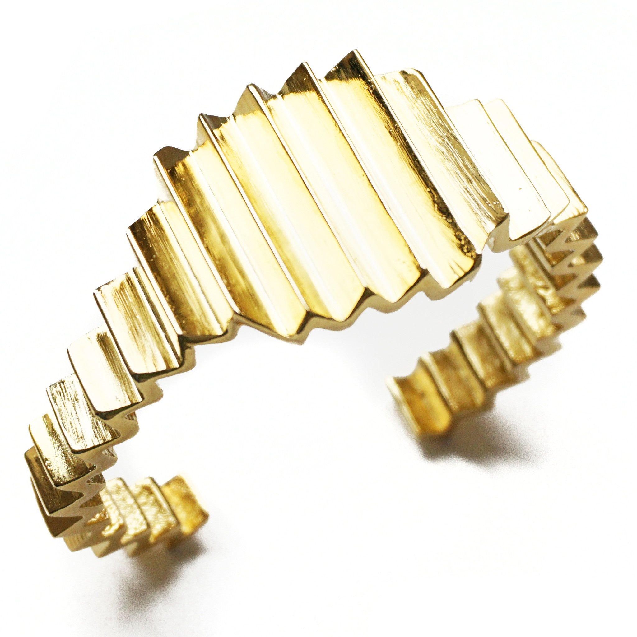 CAROLYN COLBY - GOLD ZIG-ZAG STATEMENT CUFF