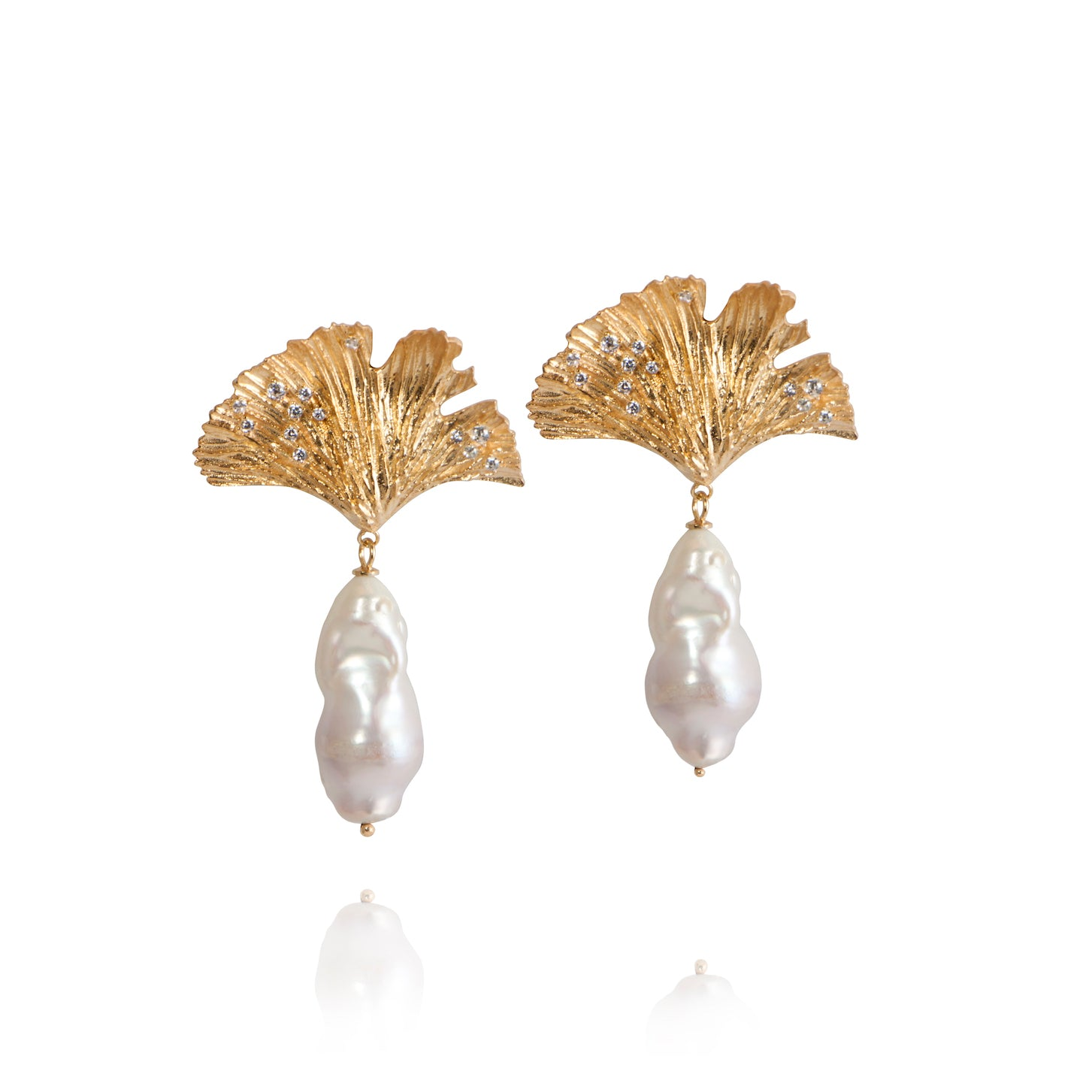 APPLE & FIGS LOVE POTION LEAF & PEARL EARRINGS