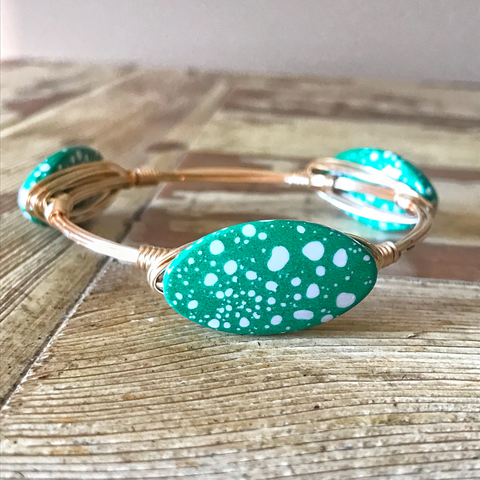 Green and White Spotted Wire Bangle