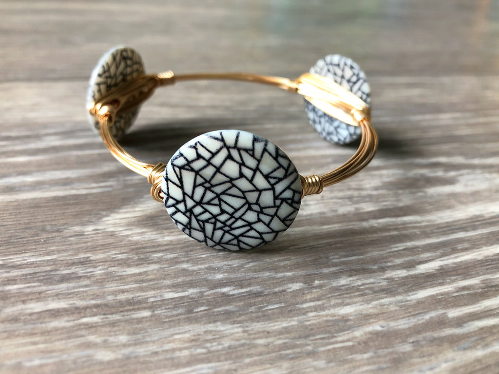 Black and White Shell Bead Bangle
