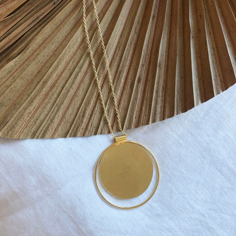 Dora Round Necklace - Brass
