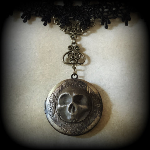 Memento Mori Black Edition - The Haunted Billet Switch Locket