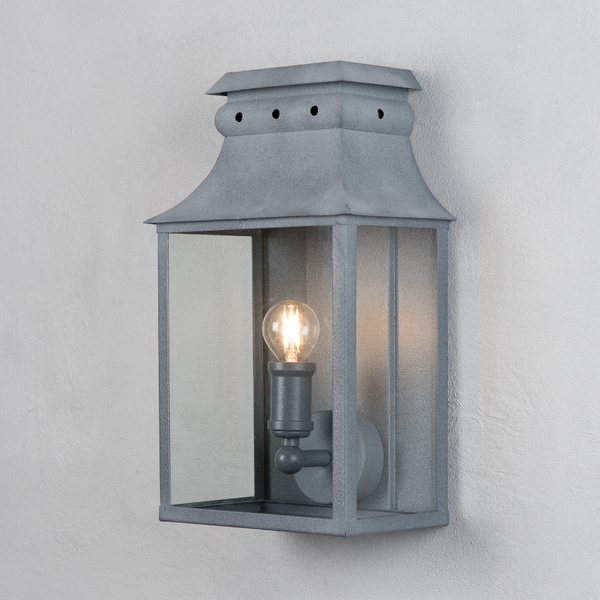 Bath Coach Lamps – A Place In The Garden