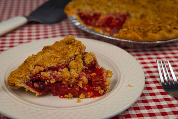 Strawberry Rhubarb Crunch Pie