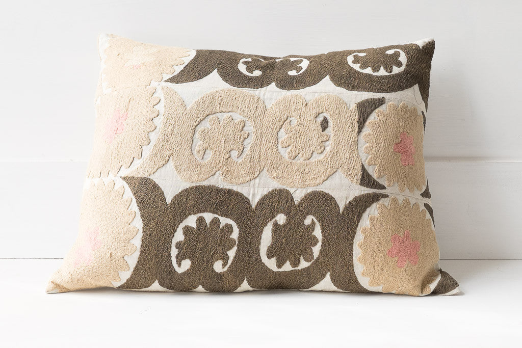 SUZANI PILLOW 26