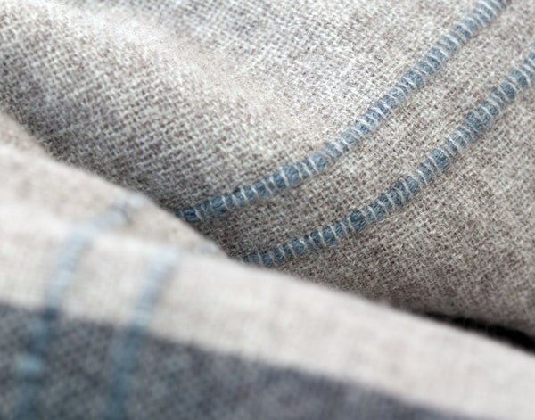 CALYPSO BEIGE THROW DETAIL