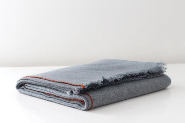 JAZZ CASHMERE THROW IN LEAD GREY