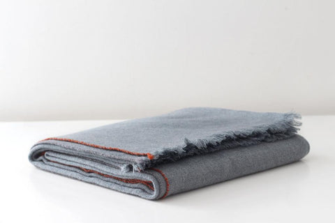 JAZZ CASHMERE THROW - LEAD GREY