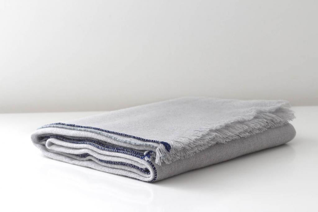 JAZZ CASHMERE THROW - LIGHT GREY