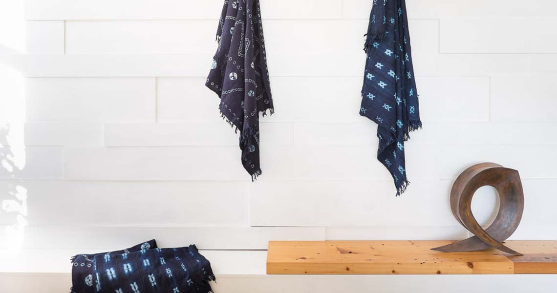INDIGO THROW WITH ZIGZAG OR HELIX PATTERN