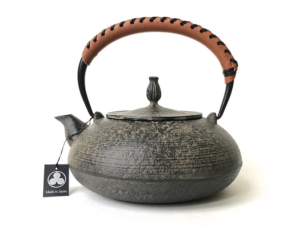 Nanbu Tetsubin - Cast Iron Kettle (Hiramaru Itome style with Brown Leather Handle - Hisago / 1.2 L)