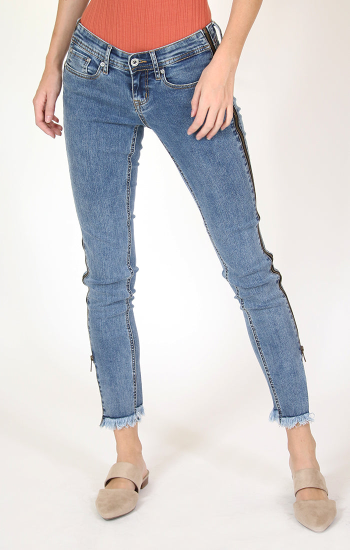 Frayed Hem Side Zipper Stripe Junior Skinny Jeans | JNW-2714