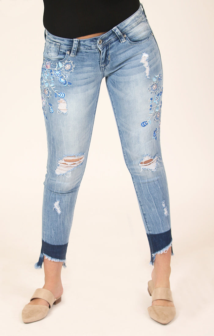 Distressed Floral Embroidered Skinny Jeans | JNW-51290