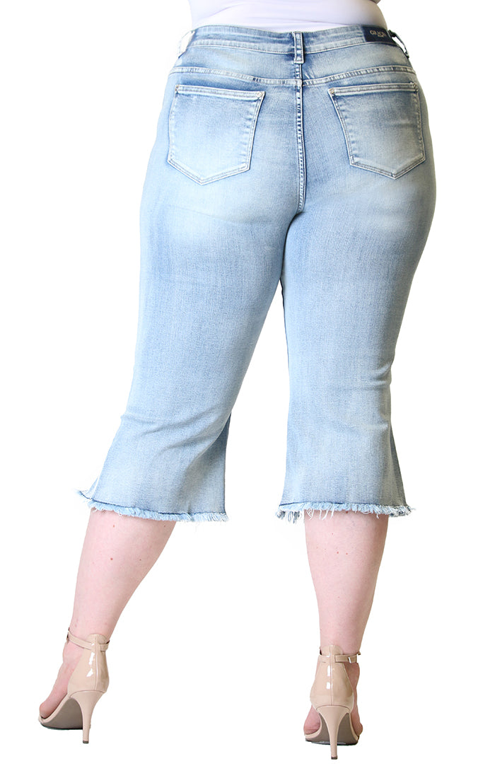 Light Wash Frayed Plus Size Capri Jeans | PC-S197
