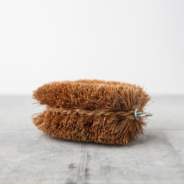 Tawashi vegetable brush - classic size - by Lucky Hedgehog