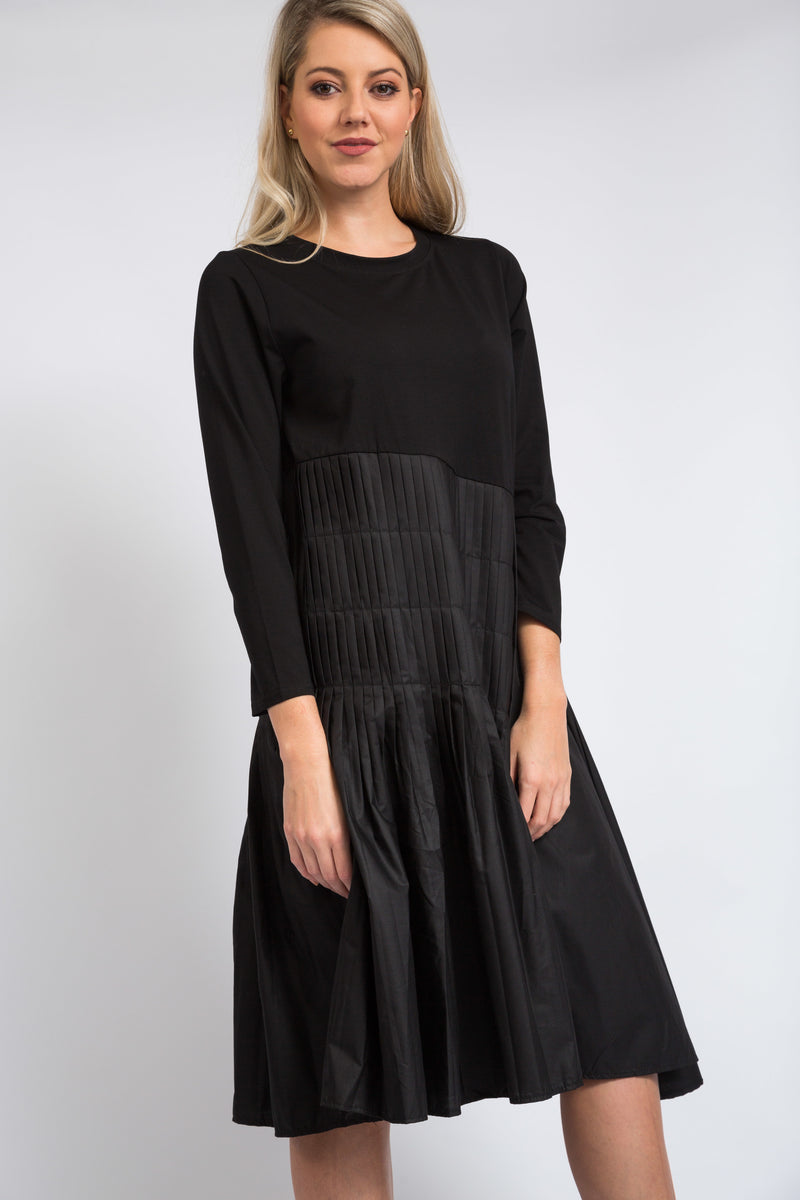 Vogue Pleated Dress Black