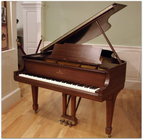 Steinway & Sons M (5'.6