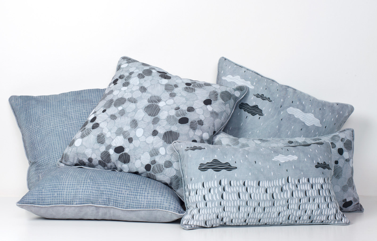 products/blue-tencel-pillow-family-ss16.jpg