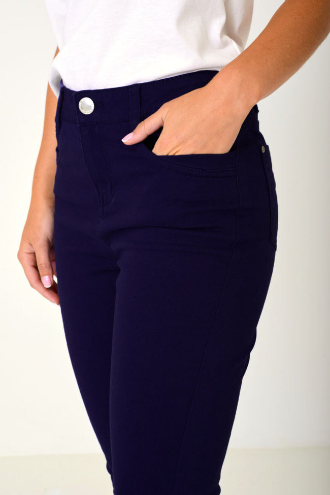 Cropped Jeans in Navy-Fabulous Bargains Galore