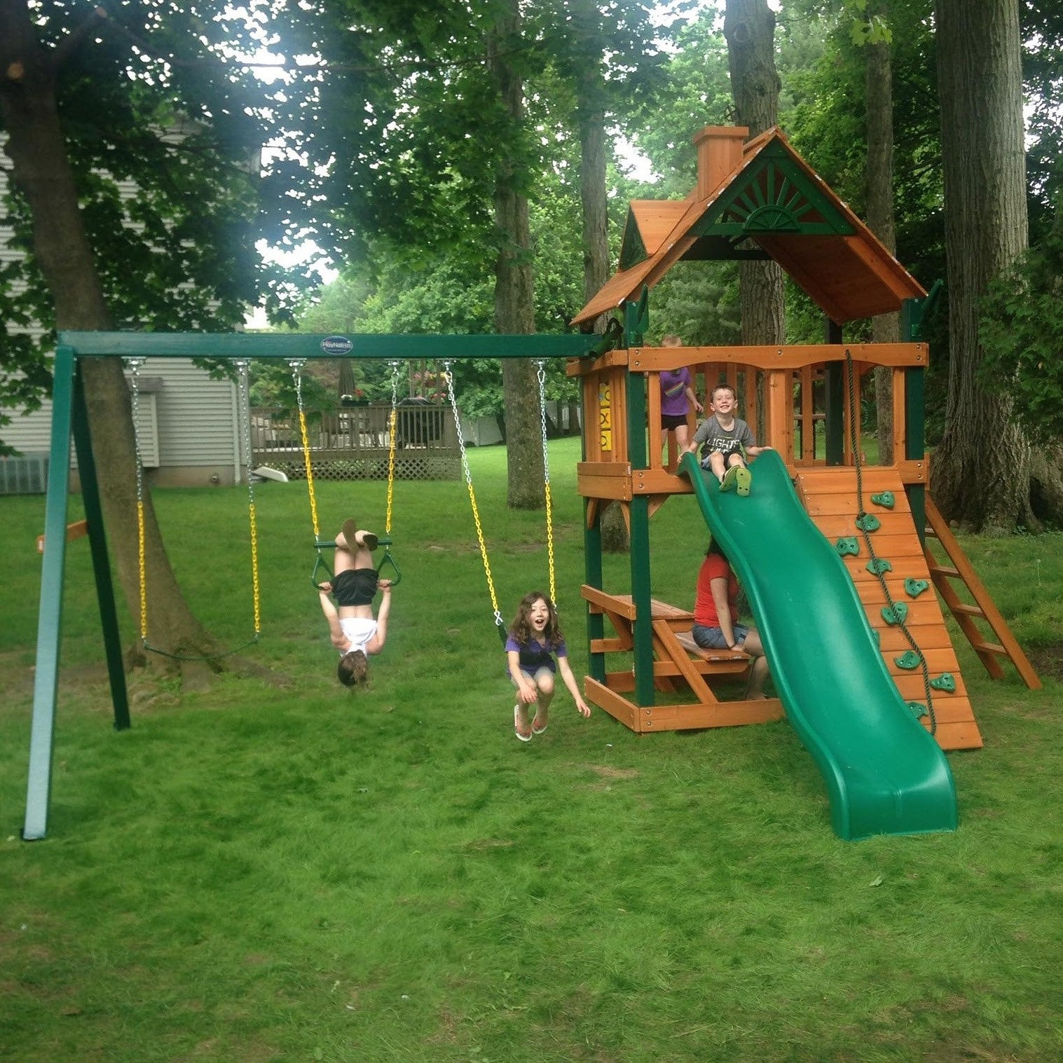 4 Health Benefits of Owning a Swing Set