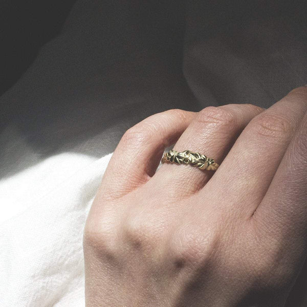 ELINA GLEIZER Gold Leaf Ring with Green Sapphires