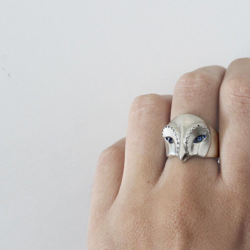 ELINA GLEIZER  Snowy Owl Ring With Blue Sapphire