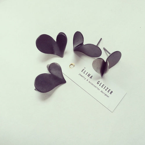 ___ Jewelry Black Heart Earrings